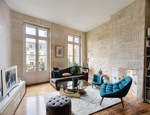 real estate picture of a living room